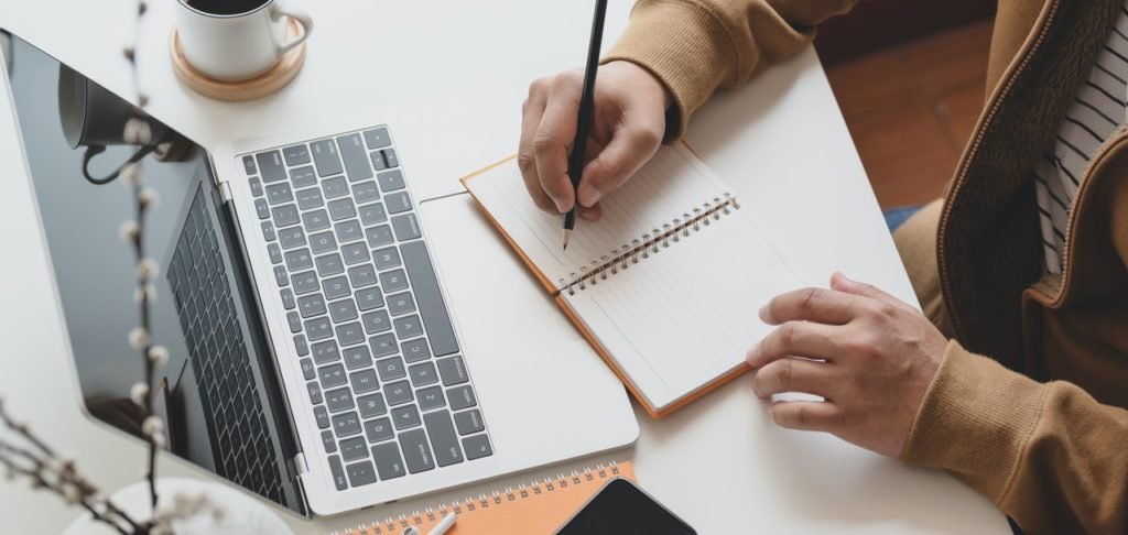 How To Make Your Own Webinar in 10 Easy Ways
